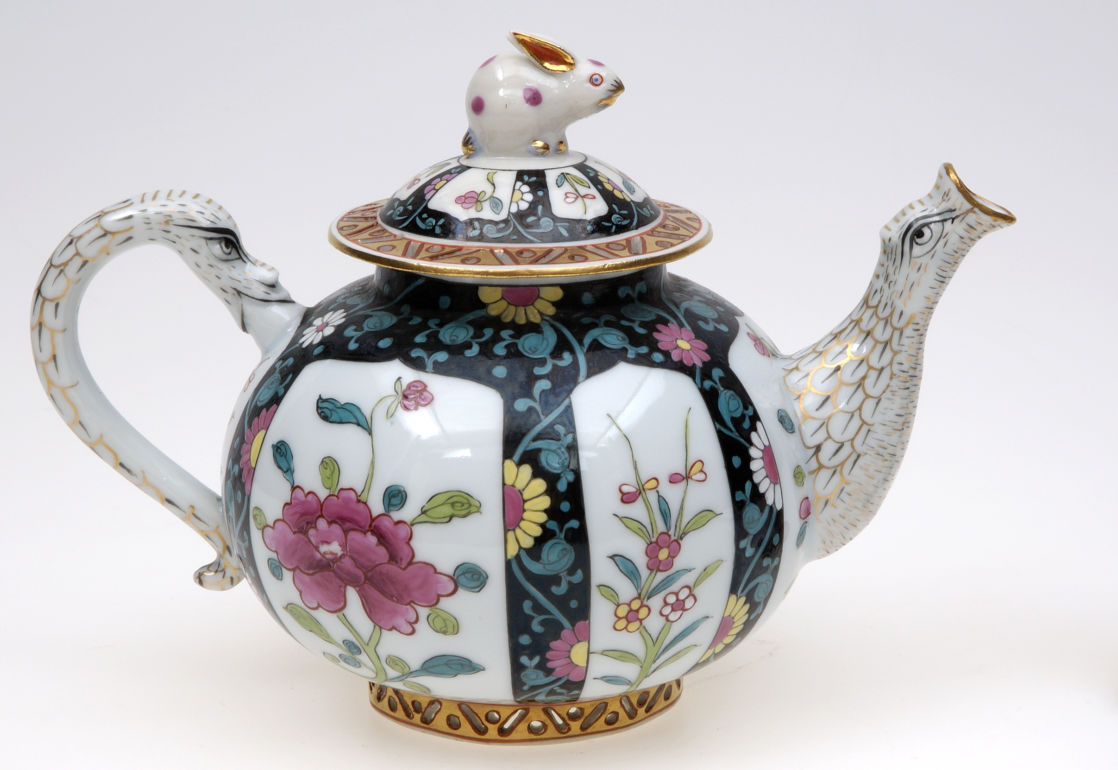 Teapot, Herend (Hungary), c.1870 Porcelain, polychrome enamel and gold decoration, width 14 cm, height 10.8 cm Photo: Angelo Lui