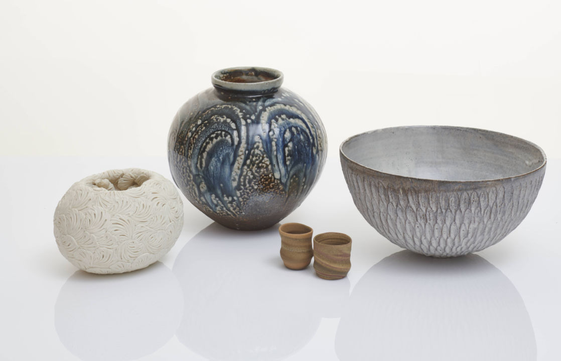 Lots for the auction include: Rose Bowl by Hitomi Hosono, Flower Jar by Lisa Hammond, Mashiko 31-19 and Mashiko 67–19 by Jennifer Lee, and Large Dry Kohiki Bowl by Akiko Hirai